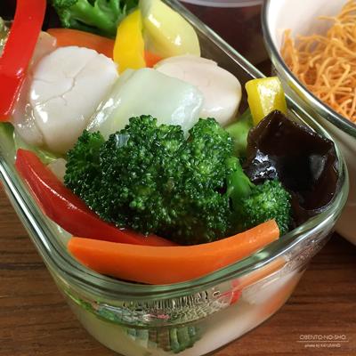 ホタテと野菜の餡掛け堅焼きそば弁当02