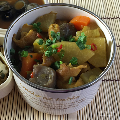 オリーブオイル教祖様流カレー風味のもつ煮込み弁当02