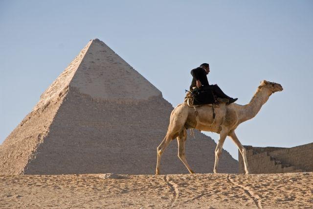 【エジプト】ピラミッドの謎を「透視」で分析…内部の究明へ