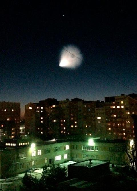 シベリアの上空に謎の閃光が…UFOまたは隕石か?