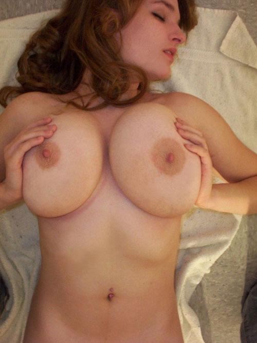 ちょw白人美女の巨乳おっぱいが別次元のエロさwwwwwww(画像あり)