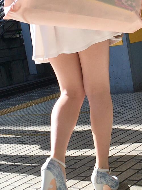 ひら×2スカートの脚を街撮り★エロ画像49枚