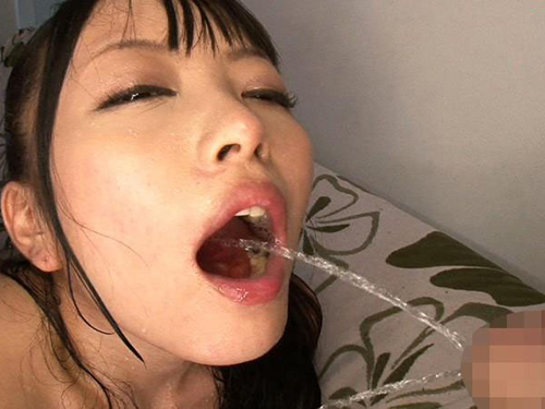 【SMエロ画像】M女にしっこ無理やり飲ませるの楽しすぎwww強制プレイ最高!