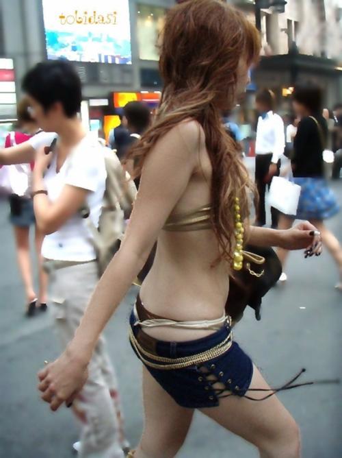 【冬は稀】 おい…夏になるとこんなにエロい服装で歩く素人女がゴロゴロいるんだぜwwww【画像30枚】