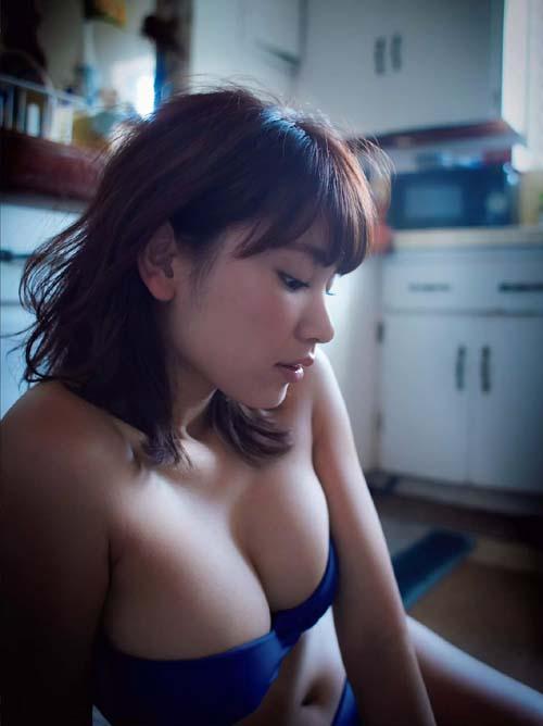 久松郁実 『闇金ウシジマくん』主演。20歳のHなビキニグラビア