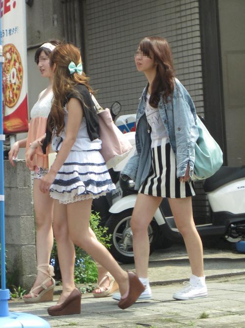 【素人エロ】 女子どもが生脚を見せて平然と歩く季節…やっぱりイイよな~(ジュルリ)wwwwww【画像30枚】