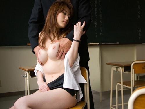 女教師という職業柄あまり性欲を発散できずにいるけど根はムッツリスケベ