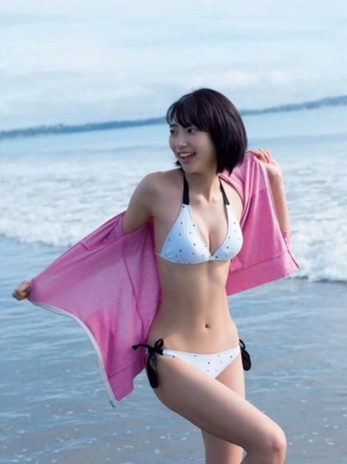 武田玲奈のCカップおっぱいやムチ尻、生太ももがたまらん!