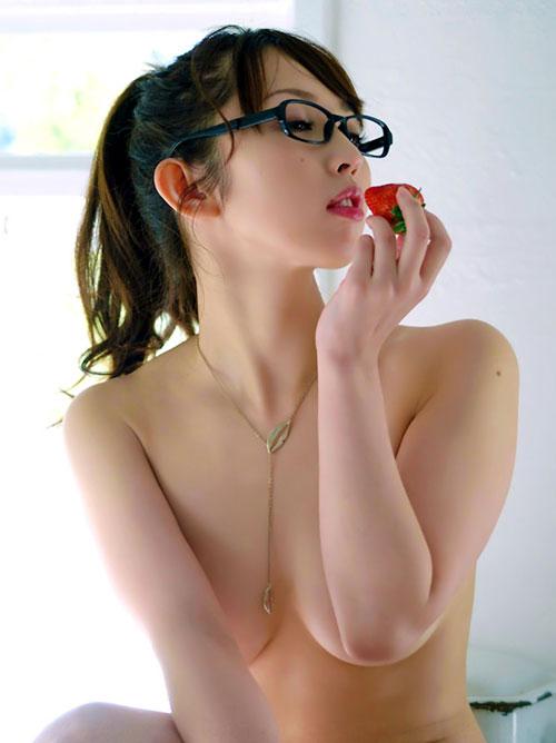 メガネかけたままおっぱい丸出し1