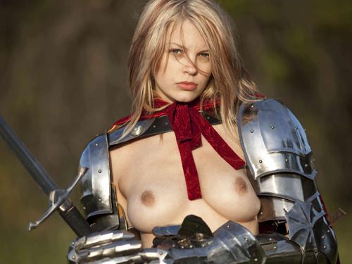 中世ヨーロッパ風の騎士や娼婦に扮した外国人美女のヌード