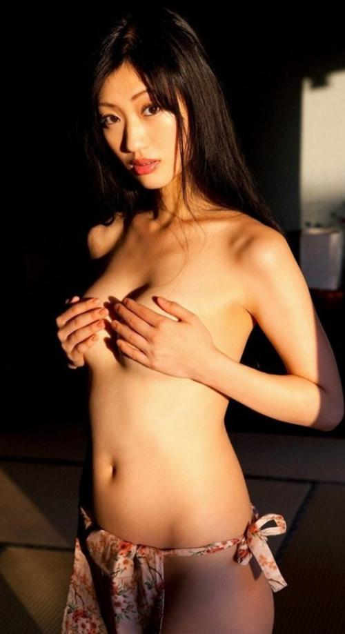 【壇蜜の手ぶら上半身裸トップレス巨乳画像】~『精霊の守り人』出演!