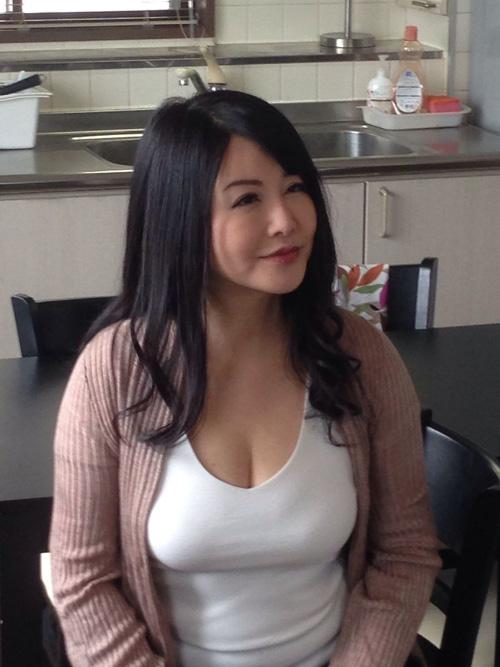 乳の暴力こと着衣おっぱいのエロ画像 part13