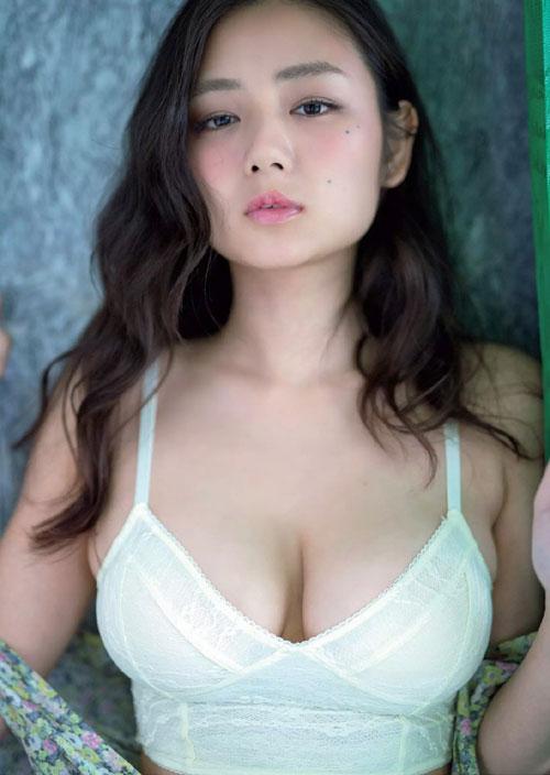 片山萌美Gカップの垂れおっぱい19