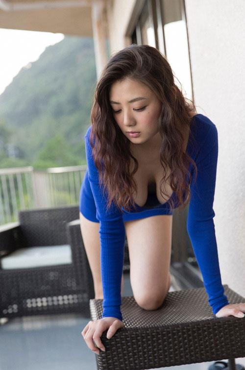 片山萌美Gカップの垂れおっぱい37