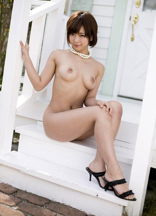 全裸でヒール履いておっぱい露出15