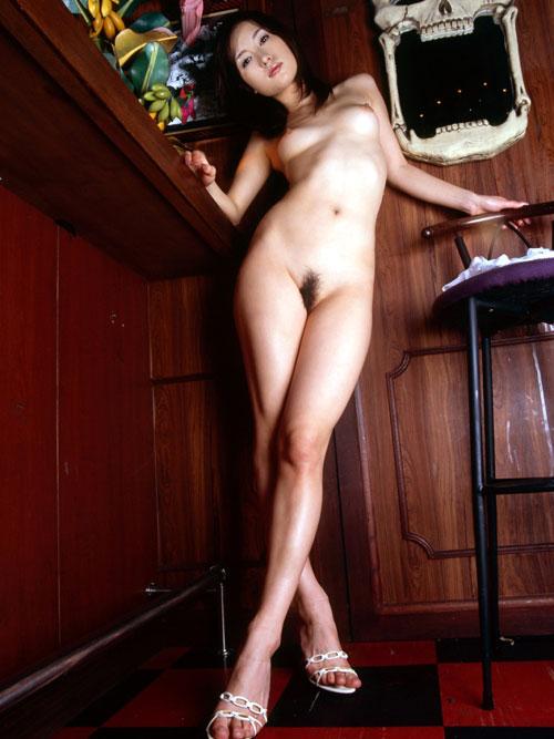 全裸でヒール履いておっぱい露出18