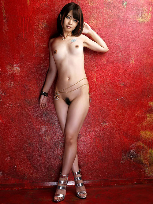 全裸でヒール履いておっぱい露出27