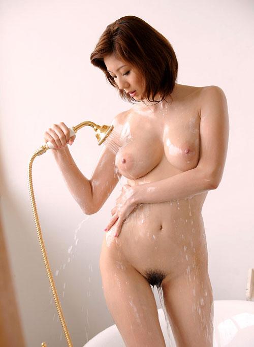シャワーを浴びてる濡れおっぱい7