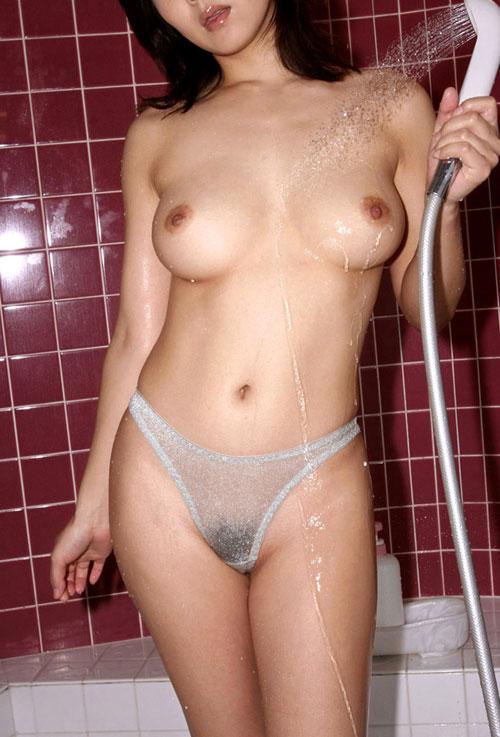 シャワーを浴びてる濡れおっぱい22