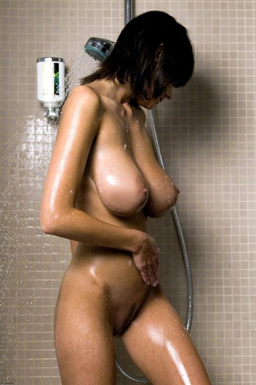 シャワーを浴びてる濡れおっぱい28