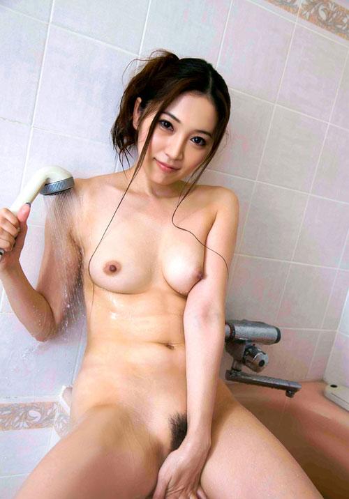 シャワーを浴びてる濡れおっぱい29