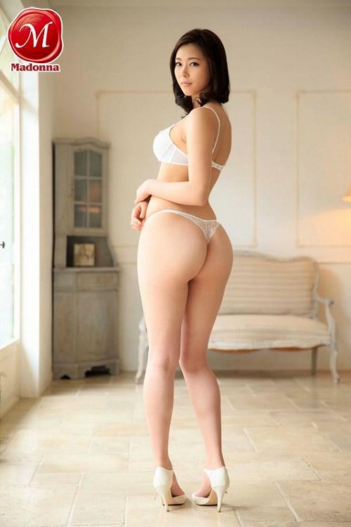 光井ひかり 176㎝の長身美人妻!もっちり色白美肌のDカップおっぱい画像