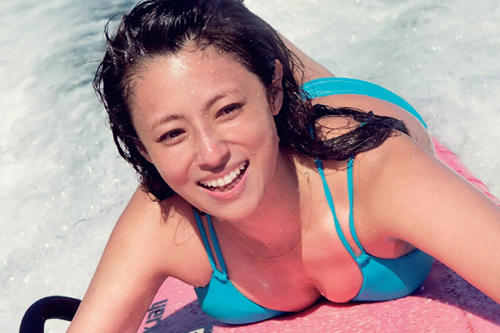 深田恭子 さらに可愛くなったと話題の深キョンのサーフィングラビア