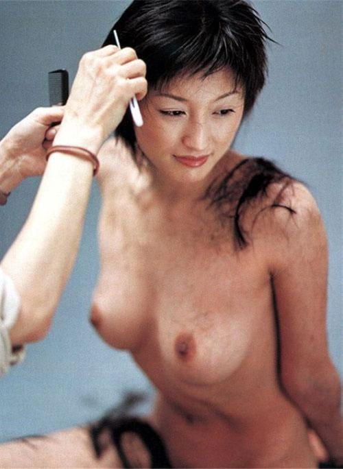 【画像】井上晴美の全裸ヌード「LIVE」巨乳とか坊主とか色々と衝撃的すぎた