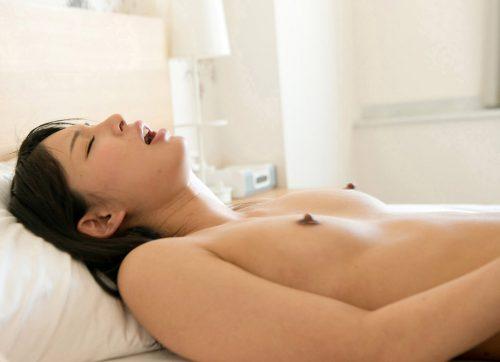 【三次】乳首勃起させて興奮している女の子のエロ画像