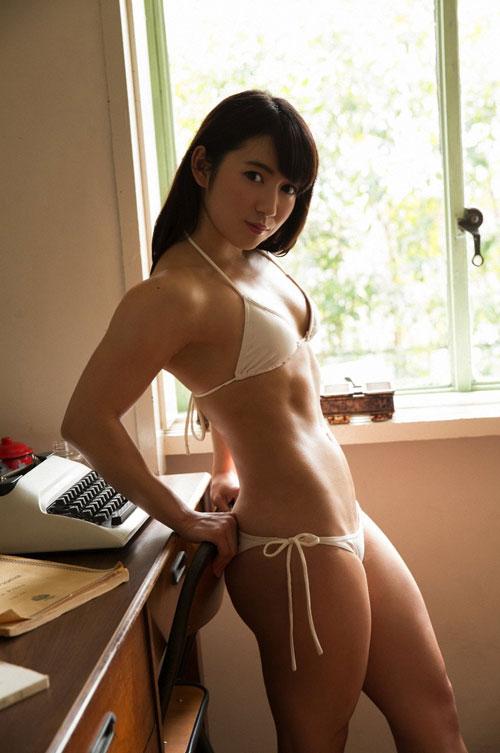 才木玲佳 筋肉アイドルの貧乳おっぱい8