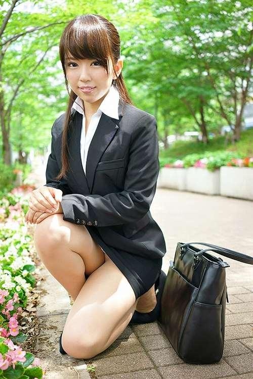 菊池朱里 女子アナ希望だった才女がAV女優に!小ぶりな微乳おっぱい画像