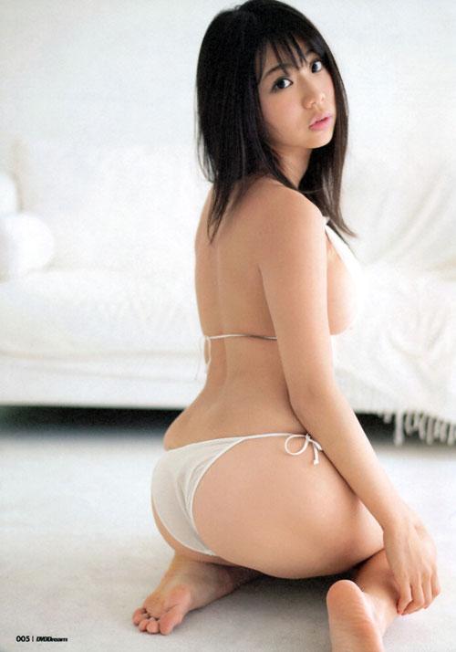 鈴木ふみ奈のはみ出てるおっぱい11