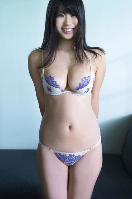 鈴木ふみ奈のはみ出てるおっぱい43