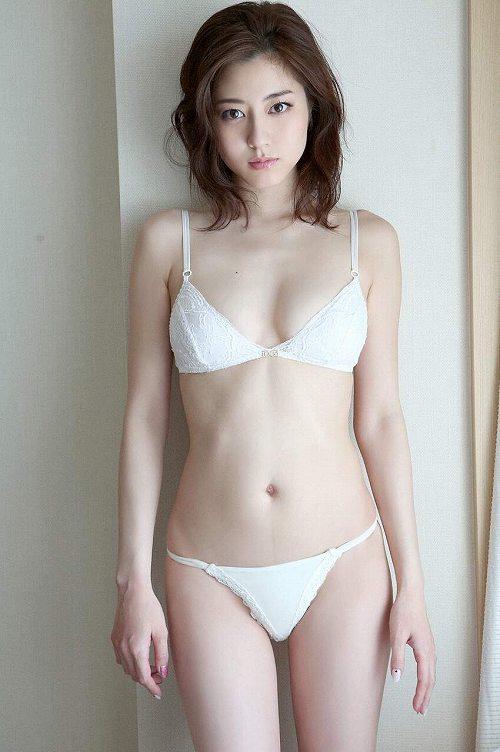 杉本有美 最後の水着を目に焼き付けよう!スレンダー美ボディおっぱい画像