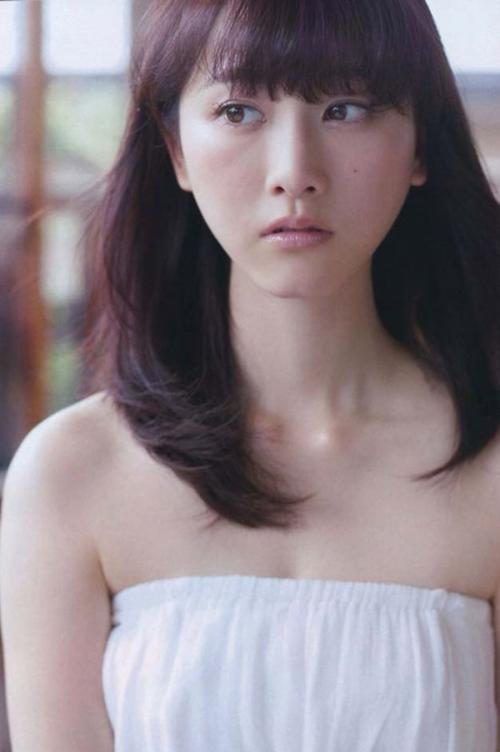 【SKE48松井玲奈のBカップ75cm美乳おっぱい】(´∀`)れなのグラビア下着エロ画像!