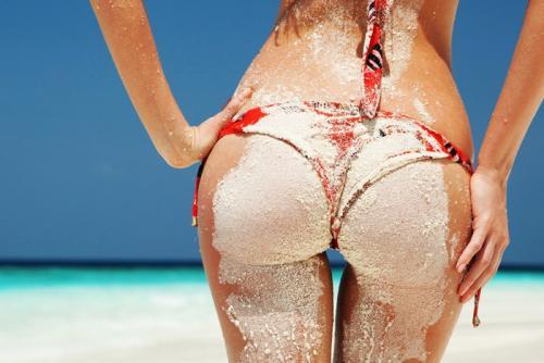 砂まみれのお尻エロ画像