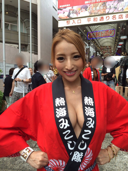 自称カープ女子・加藤紗里、昼間から乳首見えそうな変態水着姿を晒すwww【画像46枚】