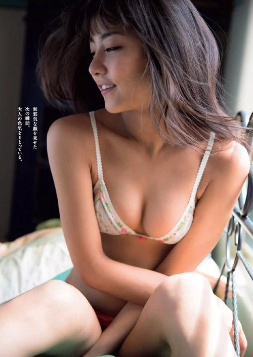 石川恋 日焼けしたセクシーなお尻が丸見え!「ひと夏の想い出」グラビア