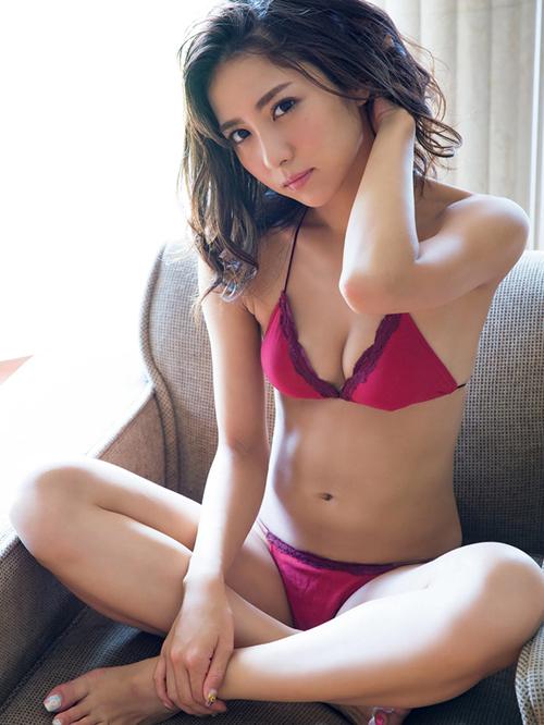 石川恋ちゃんのセクシーな姿を見てるだけで心とアソコが癒される!