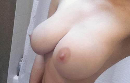 【自撮りエロ画像】大国だから美乳も多い!海外女神の当たりおっぱい一挙公開!