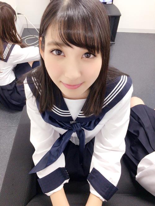 制服姿で迫ってくるHKT松岡菜摘(20)がエロい!!