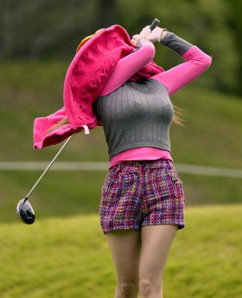 女子ゴルファーって巨乳率高いんだな!初めてしったよボク・・・