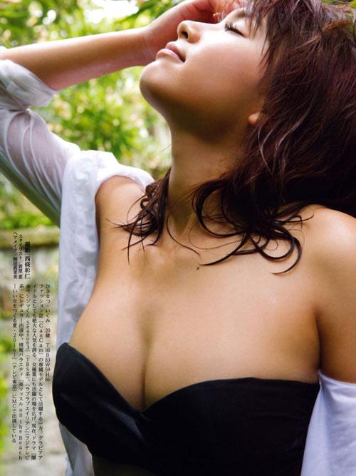 久松郁実のビキニで美乳おっぱい12