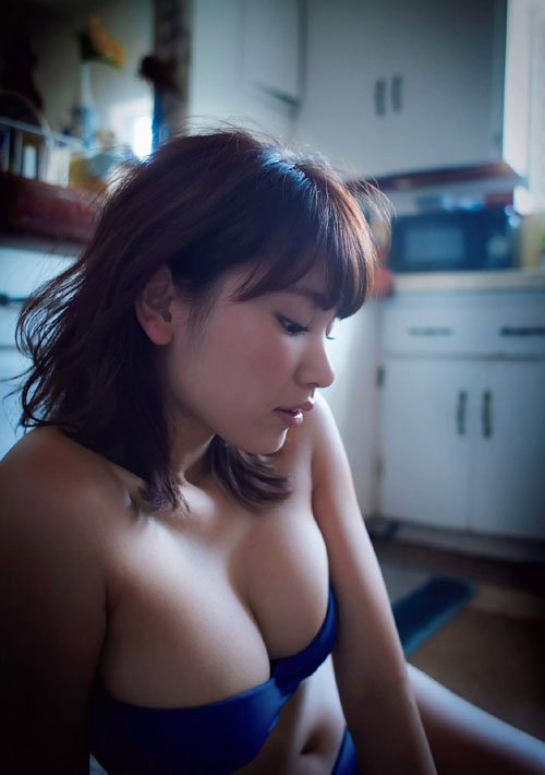 久松郁実のビキニで美乳おっぱい43