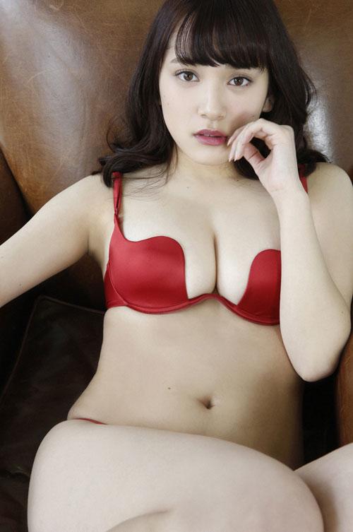 都丸沙也華の20歳になったおっぱい28