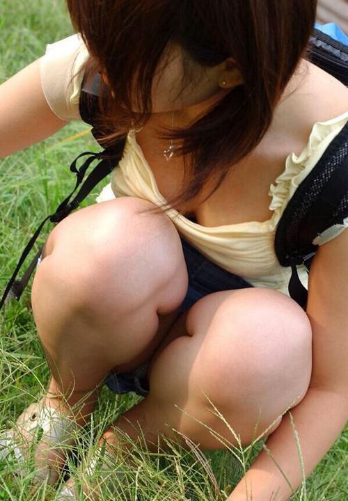 【胸チラ エロ画像】素人さんの容赦無い胸チラ攻撃に耐えられる気がしないwww