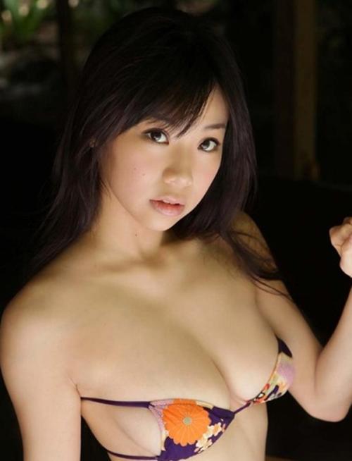 【96㎝巨乳グラドル鈴木ふみ奈】Hカップグラビア水着おっぱい画像!