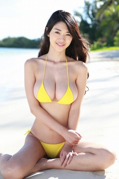 三浦はづき ポロリしそうなほどパンパンな98㎝の爆乳おっぱい水着画像