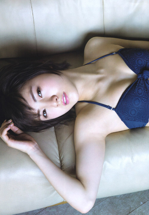 AKB岡田奈々(18) 白肌と白昼夢。画像×14