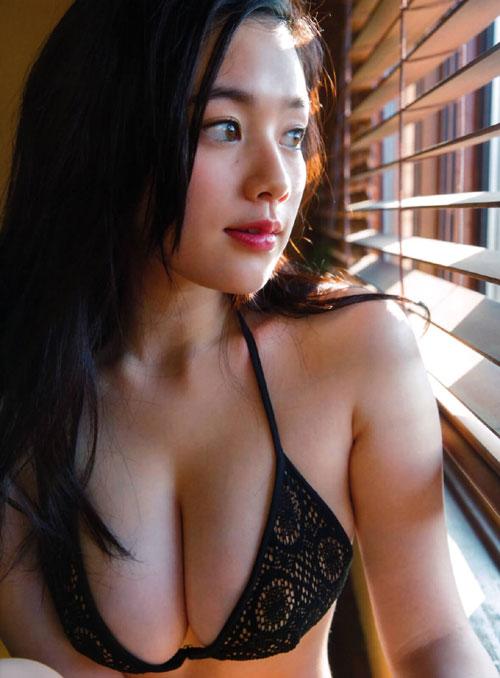 筧美和子のこぼれそうなおっぱい12
